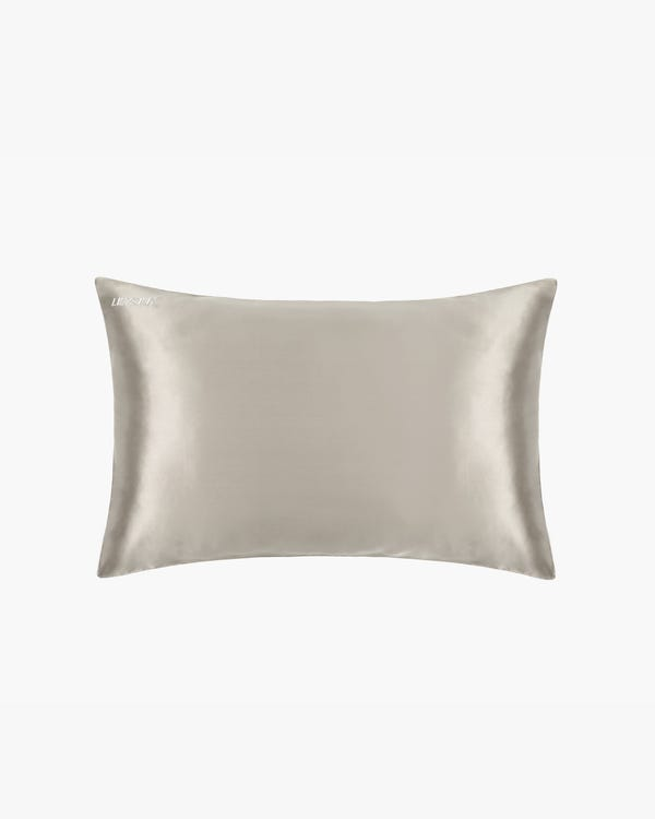 刺繍入れのシルク美容セット-hover