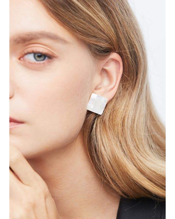 Elegant Freshwater Shell Stud Earrings-hover